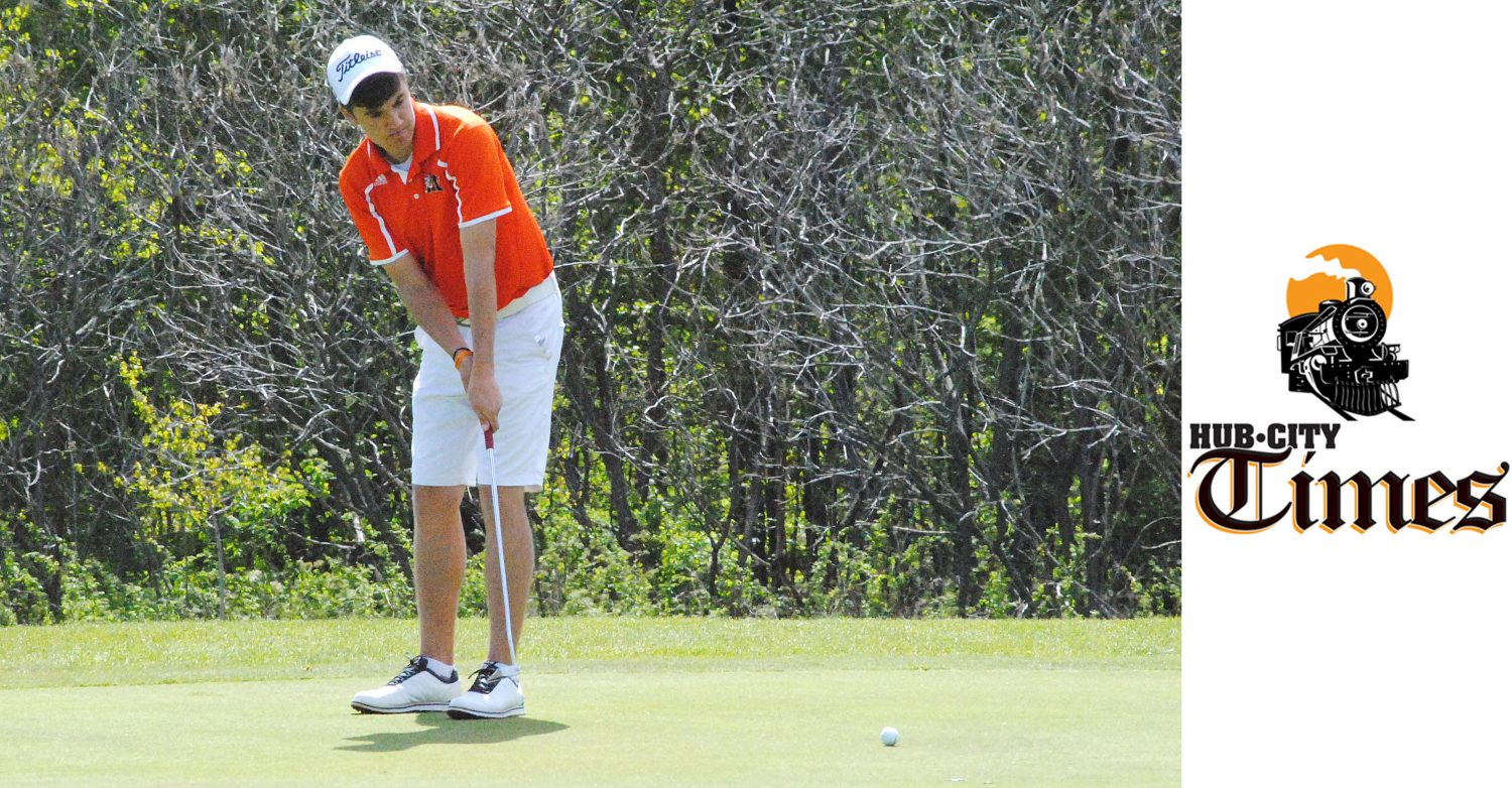 Marshfield senior Derek Michalski has two meet medalist honors already this season, a year after qualifying for his first WIAA state tournament.